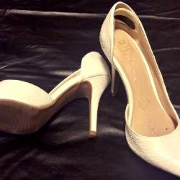 a8be21632f3efb Juicy Couture Shoes - WHITE HEELS PUMPS BY JUICY COUTURE!